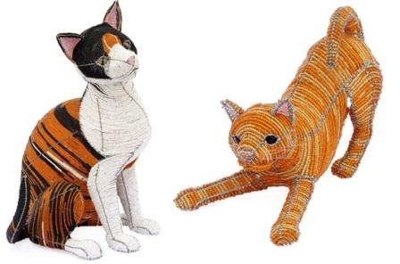 Уникальные сувениры: кошки из бисера.